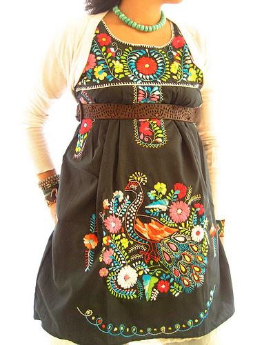 Vestido Mexicano obscuro hermoso bordado a colores!