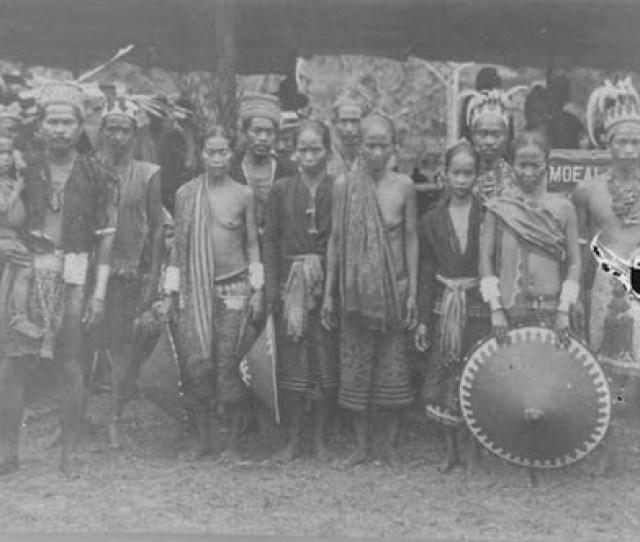 Orang Dayak Tempo Dulu By Samarindabox