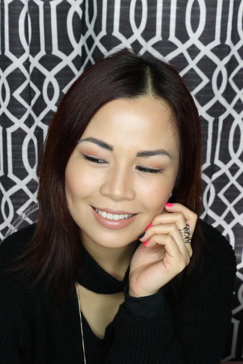 peachy glowing makeup look