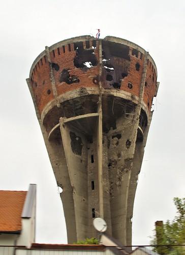 11 月 – ヴコヴァル(Vukovar)...