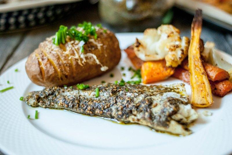 sandacz w zatarze i pieczone ziemniaki hasselback