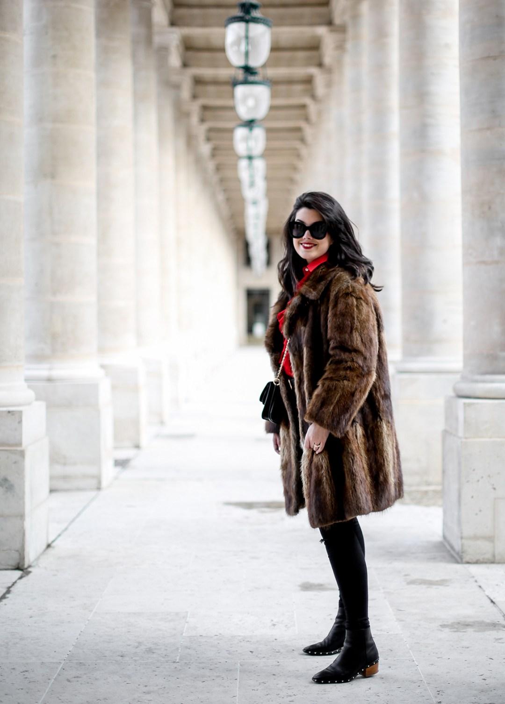 camisa-roja-volantes-pipa-de-la-paz-abrigo-pelo-vintage-look-studded-boots-myblueberrynightsblog5