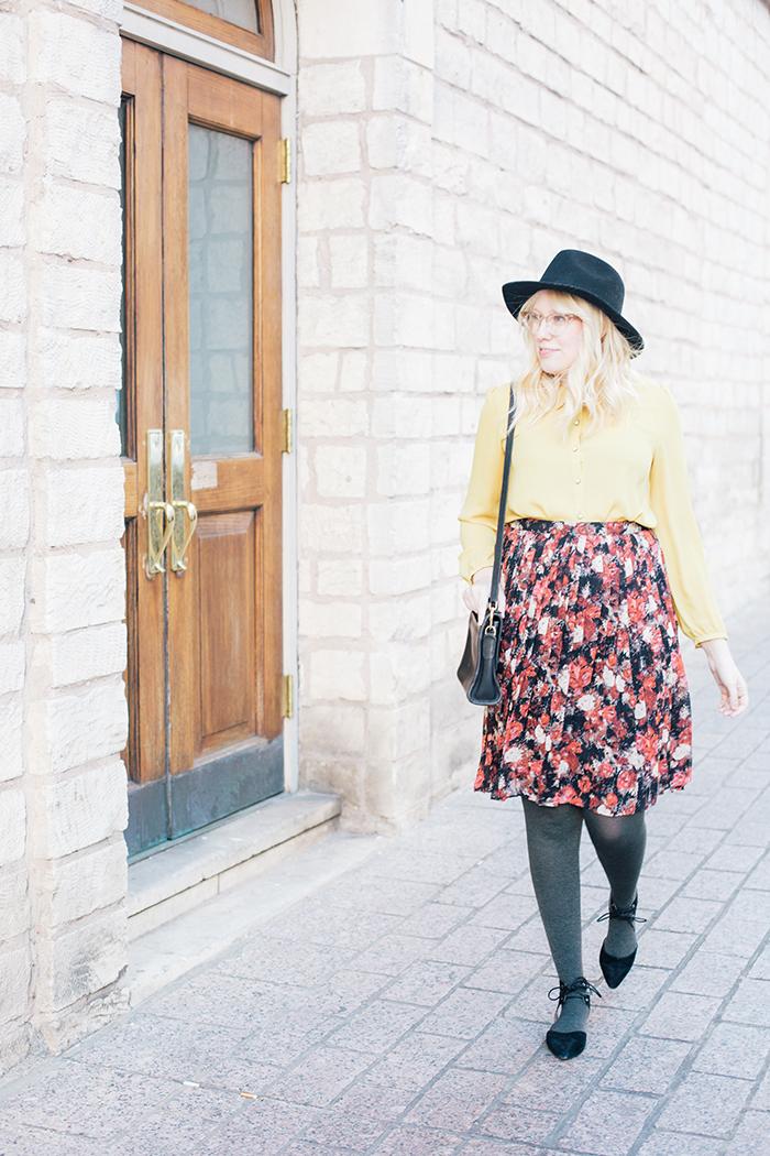 austin fashion blogger floral midi skirt winter outfit10