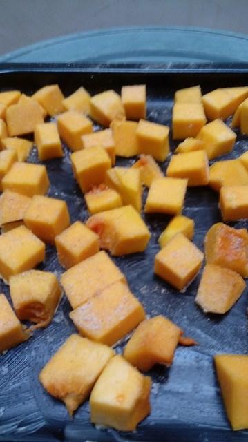 Labu madu butternut squash potong dadu / cubed butternut squash