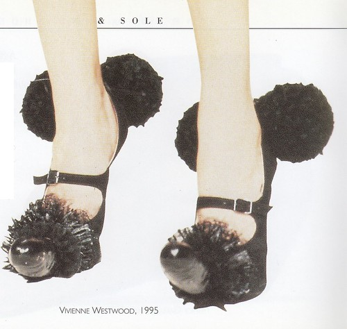 Linda O'Keeffe, Shoes: A Celebration of Pumps, Sandals, Slippers & More, Workman Pub Co, 1996.