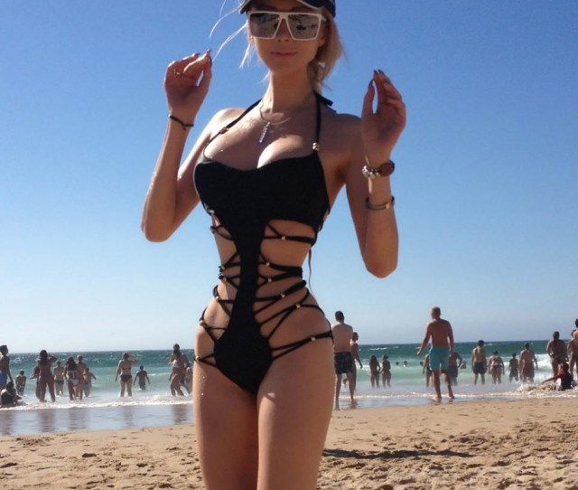 399735 Valeria Lukyanova In Very Revealing Swimsuit By