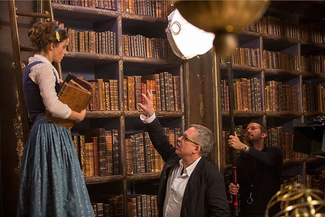 bill-condon-directing-beauty-and-the-beast-emma-watson-on-set