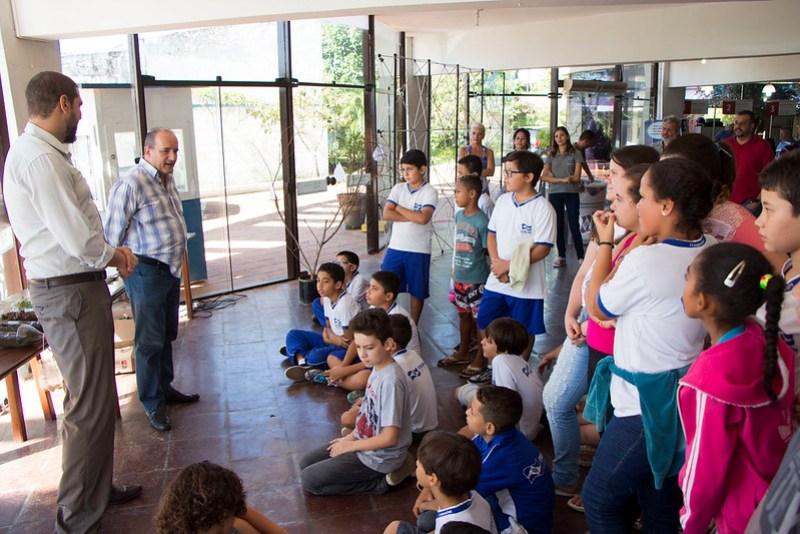 Alunos da rede municipal de ensino participam de exposição interativa no Paço Municipal