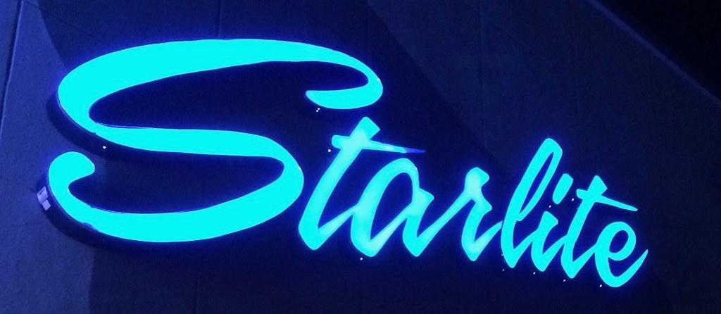 Blue Oaks at Starlite Lounge
