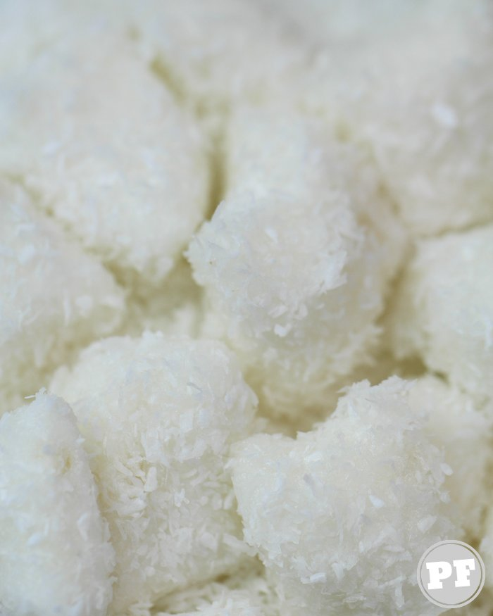 Bala de Coco Tradicional e Gelada por PratoFundo.com