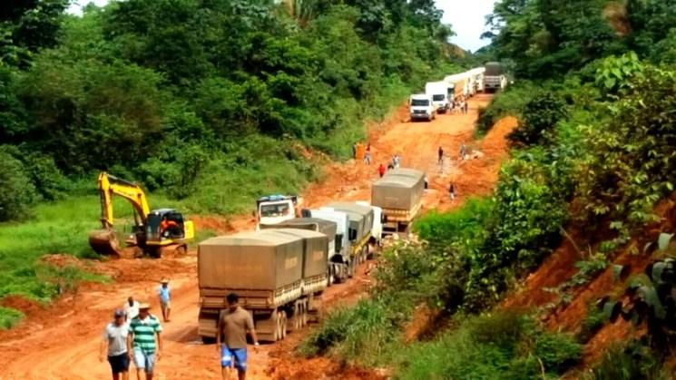 Atoleiros da BR-163 no Pará causam prejuízos de R$ 50 milhões às transportadoras, BR163 - atoleiro