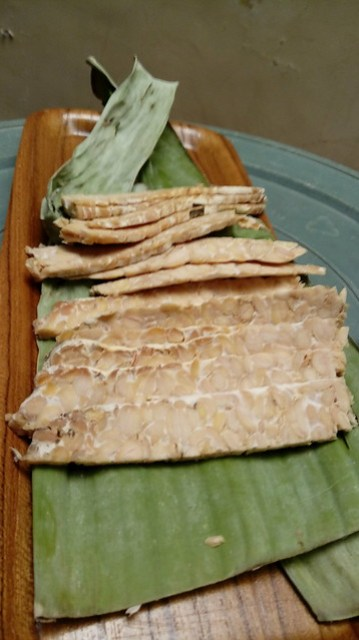 Sliced tempeh in bacon stripe/ tempe diiris panjang dan tipis