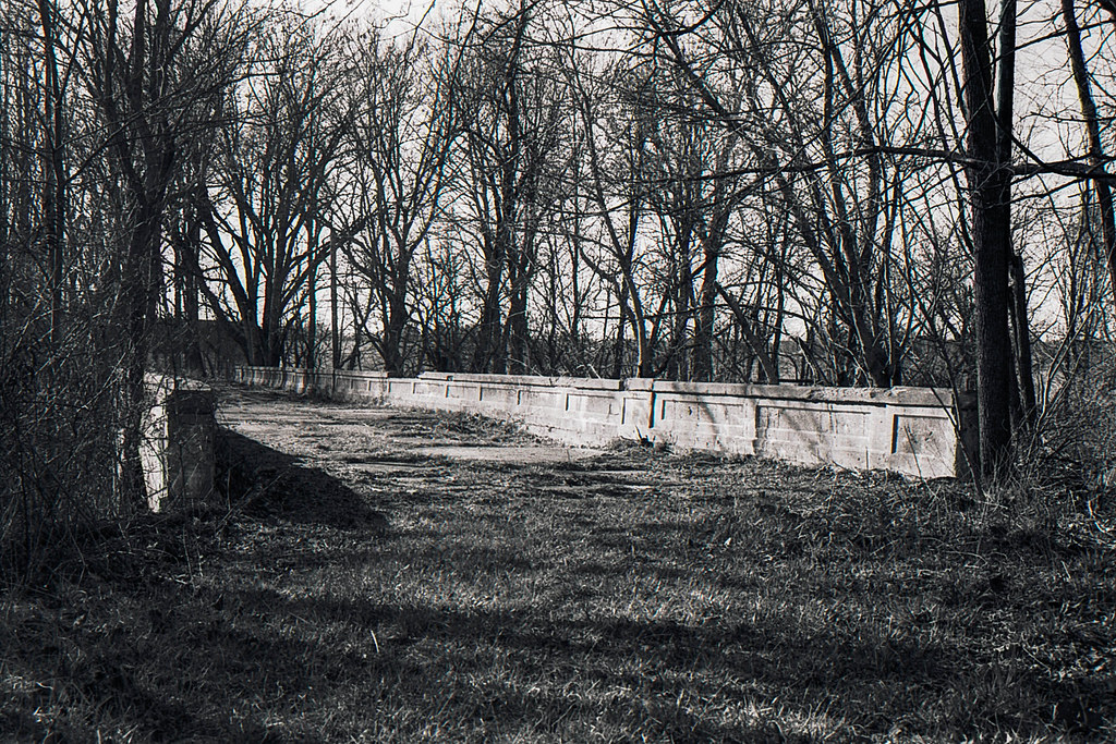 Abandoned US 40 bridge near Plainfield, IN
