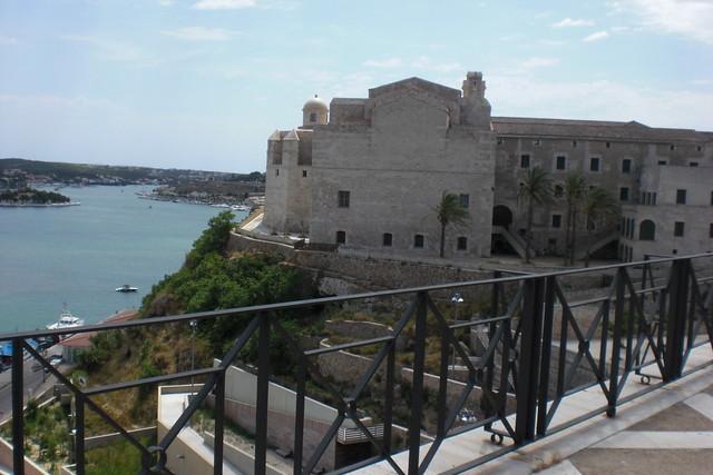Vista al puerto de Mahón