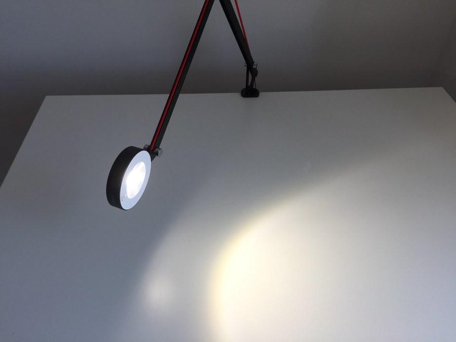20170628 Test de la lampe de bureau LED Aglaia à bras articulé 9
