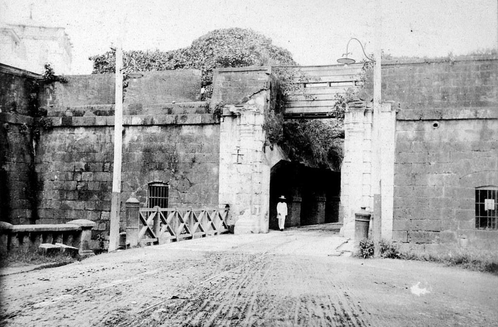 The Puerta Del Santo Domingo Gate Walled City Of Intramur