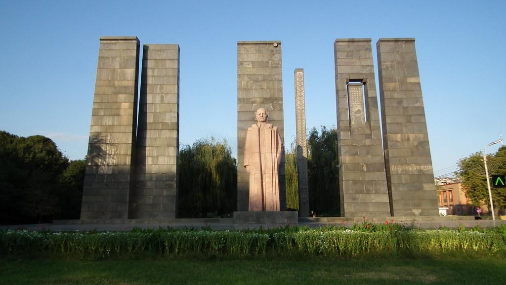 Estatua Monumento Alexander Myasnikyan Yerevan Armenia 08