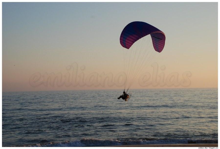 Paramotor en la playa