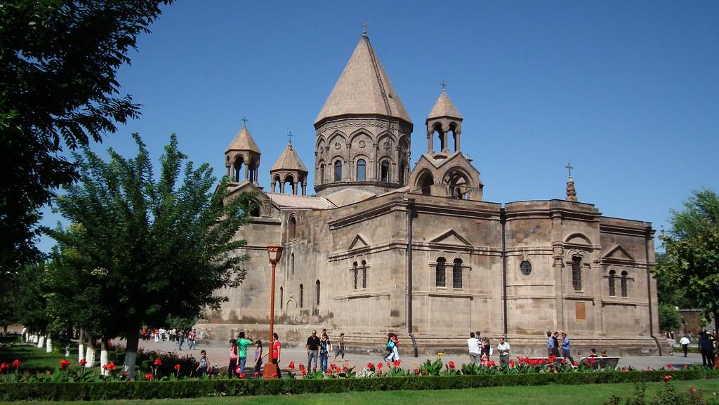 Fachada exterior de Catedral de Echmiadzin Armenia Patrimonio de la Humanidad Unesco 01