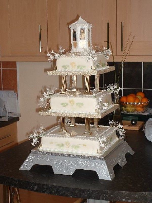 Gazebo Wedding Cake 3 Tiered Wedding Cake With Bridge