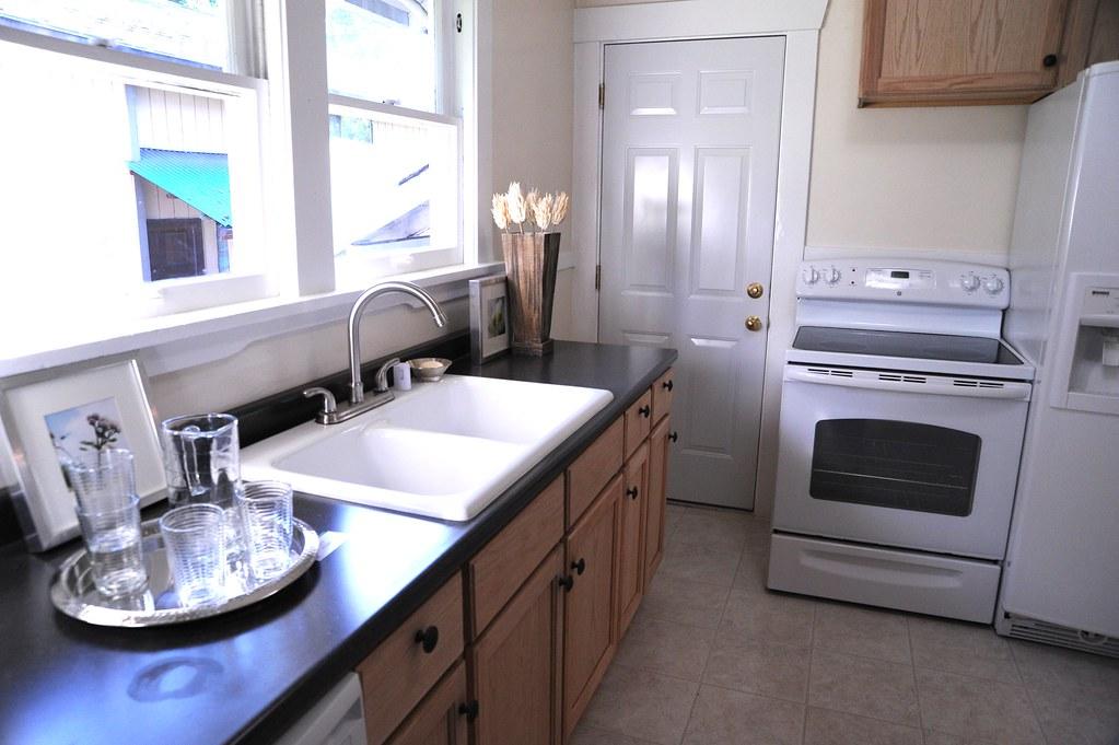 5024682865 c12007abe0 b White Kitchen Sink Faucet