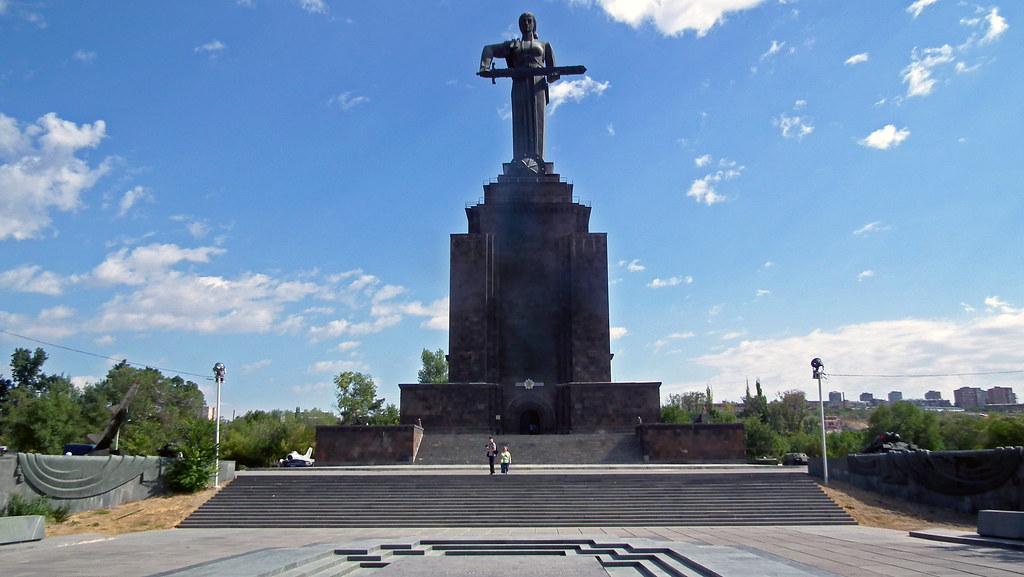 Estatua de la Madre Armenia en el Parque de la Victoria Yerevan Armenia 01
