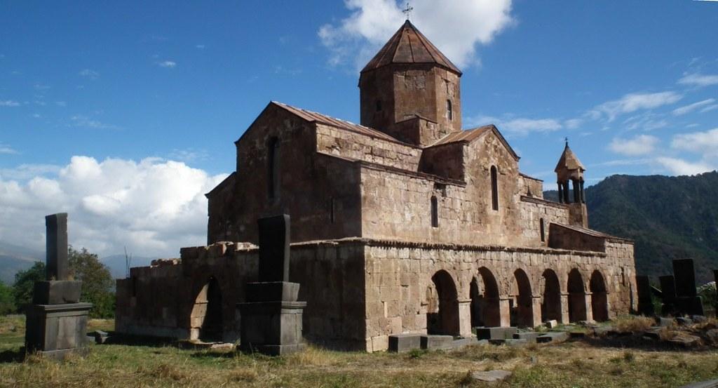 vista exterior de Basilica de Odzun Armenia 02
