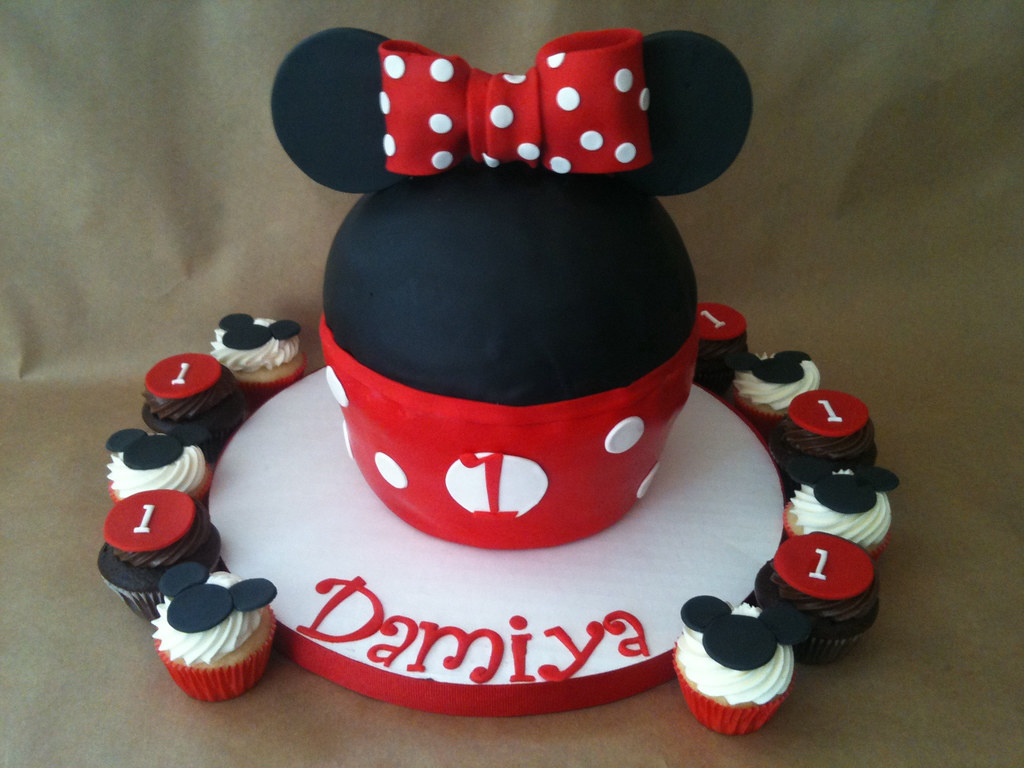 Minnie Mouse Giant Cupcake And Mini Cupcakes Created For