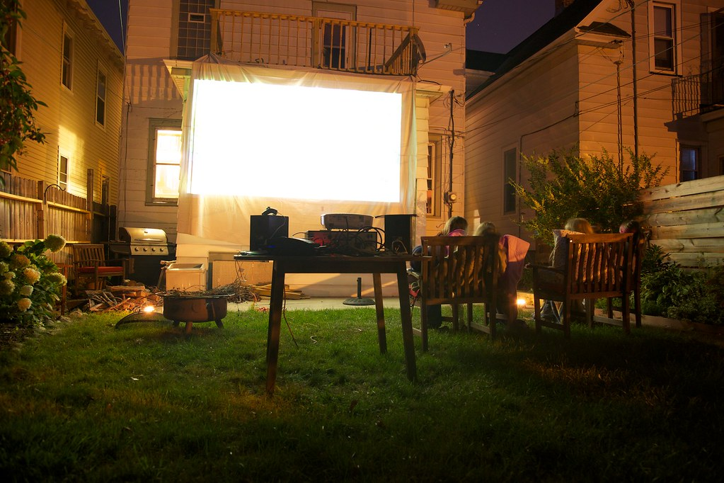 Backyard Movie Theatre I Set Up A Makeshift Movie