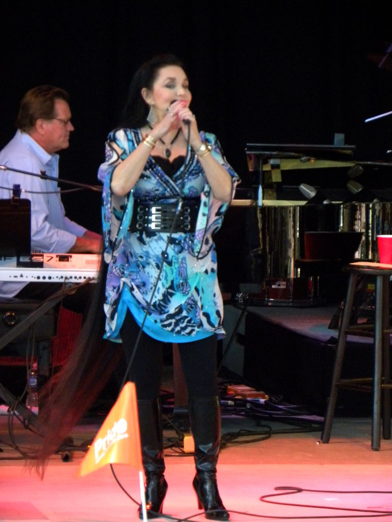 Crystal Gayle Her Hair Is Awesome Ankle LengthShe