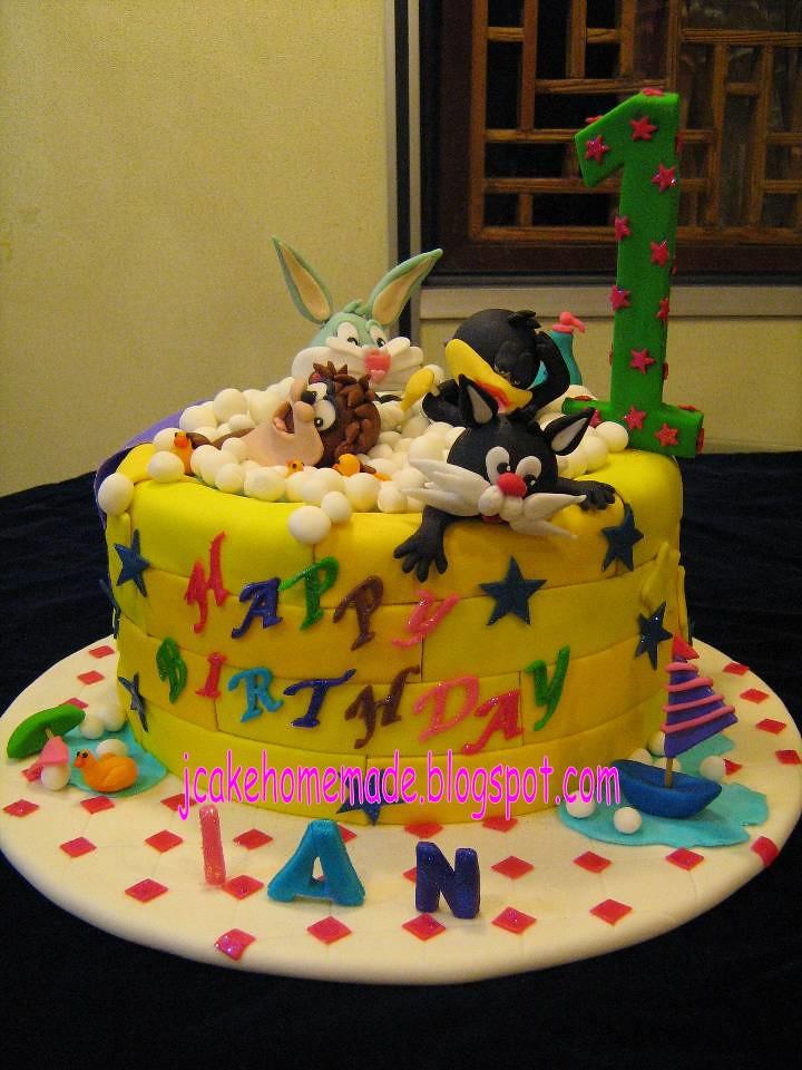 Bathtub Cake With Baby Looney Tunes Happy 1 St Birthday
