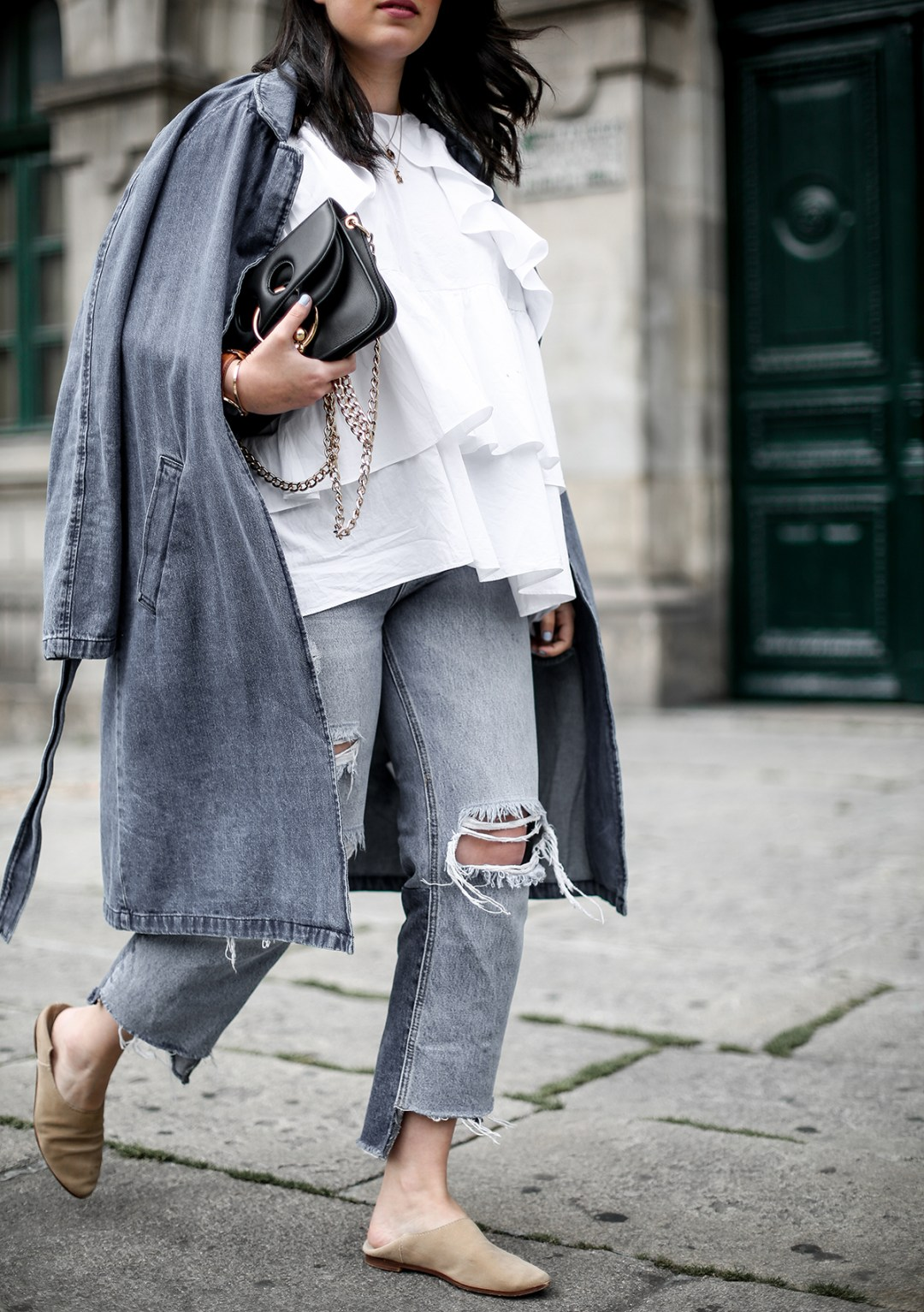 trench-denim-ripped-jeans-ruffle-blouse-zara-streetstyle6