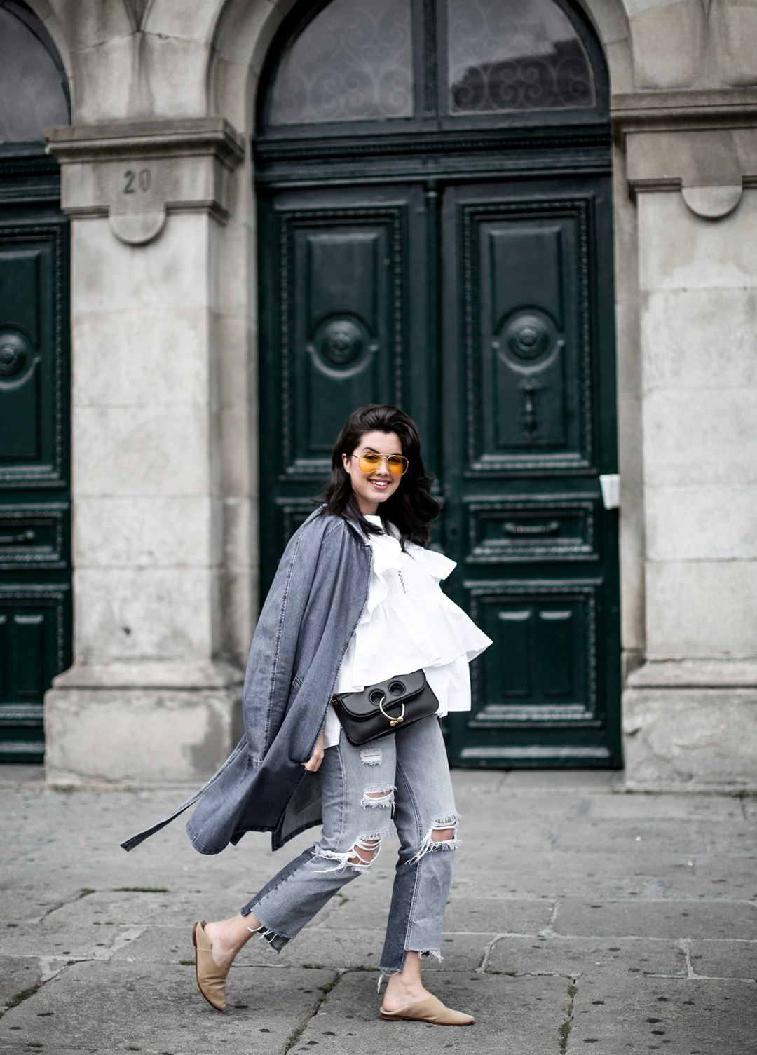 trench-denim-ripped-jeans-ruffle-blouse-zara-streetstyle10