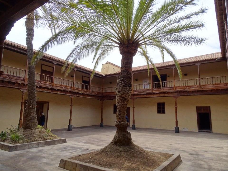 Interior patio Casa de los Coroneles La Oliva Isla de Fuerteventura