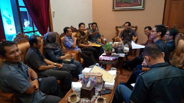 Suasana Pertemuan antara KPU Tulungagung dan Pimpinan DPRD (15/5)