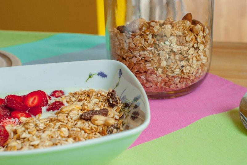 domowa granola z masłem orzechowym
