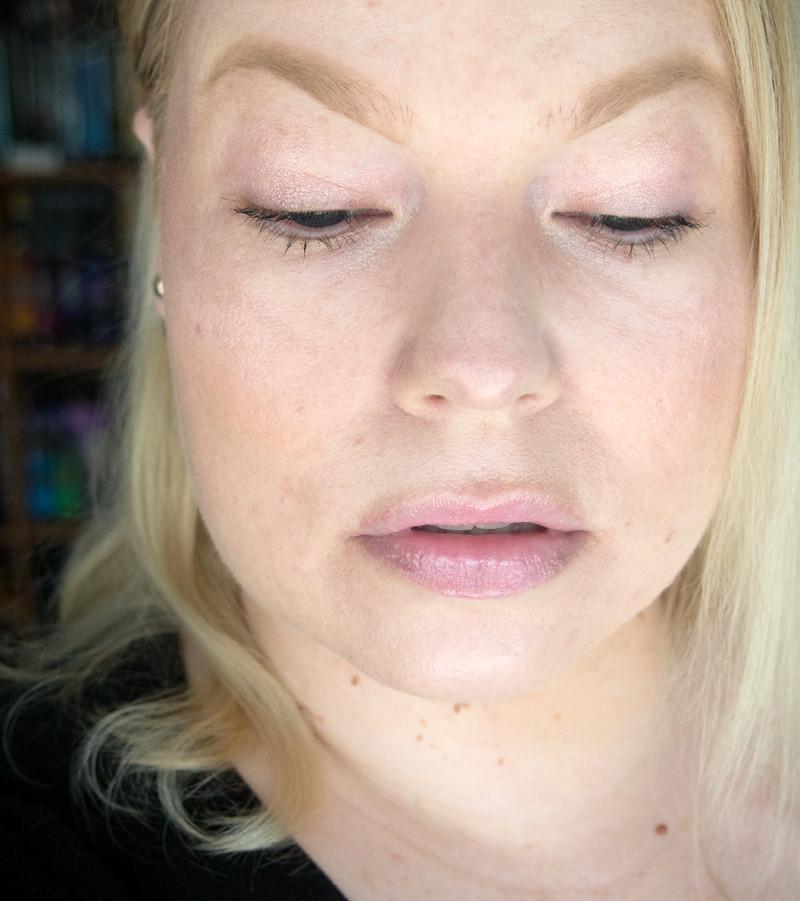 kevyen kevyt meikki