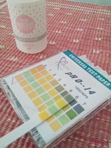 pH test Emina The Bright Stuff Face Toner