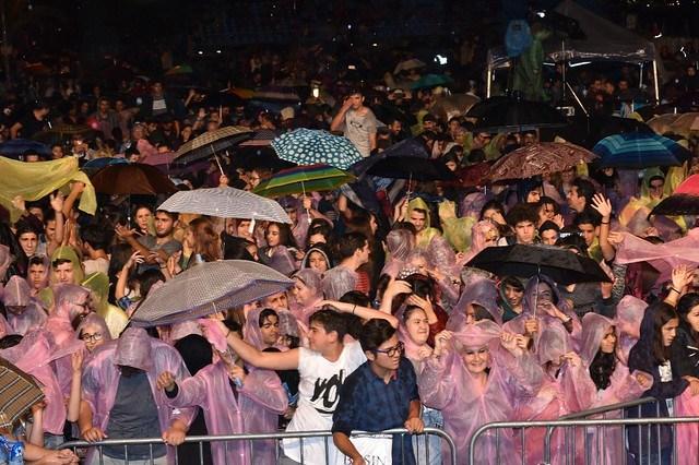 Festivale yağmur engeli