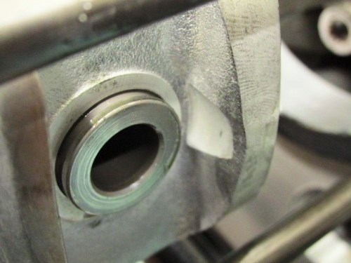 Gudgeon Inserted Through Piston Bosses and Connecting Rod Bushing