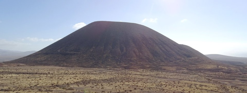 Montaña Quemada Monumento a Unamuno Isla de Fuerteventura panoramica