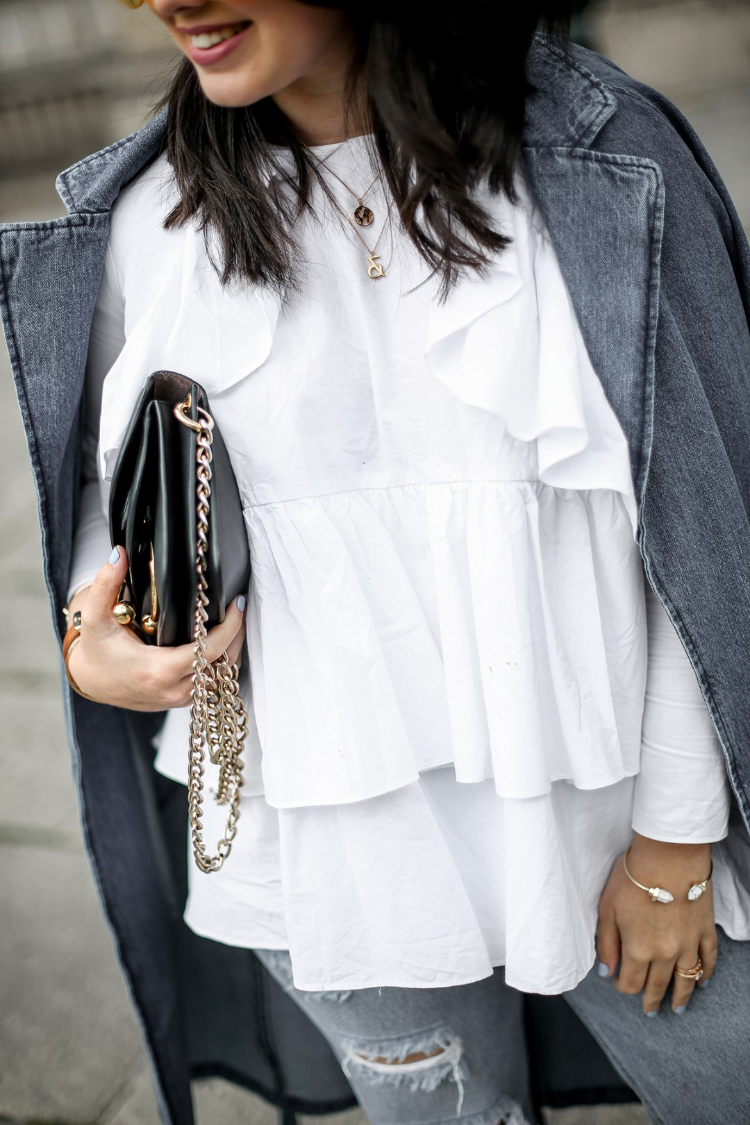 trench-denim-ripped-jeans-ruffle-blouse-zara-streetstyle7