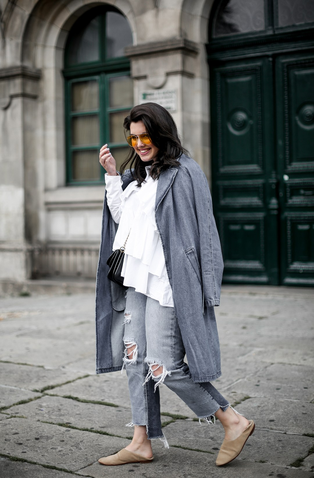 trench-denim-ripped-jeans-ruffle-blouse-zara-streetstyle12