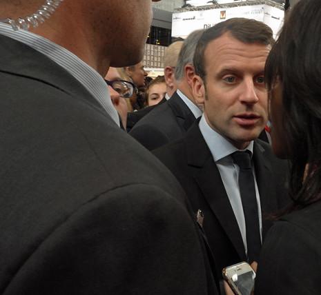 17c24 Macron Salón del Libro_0034 variante Uti 465