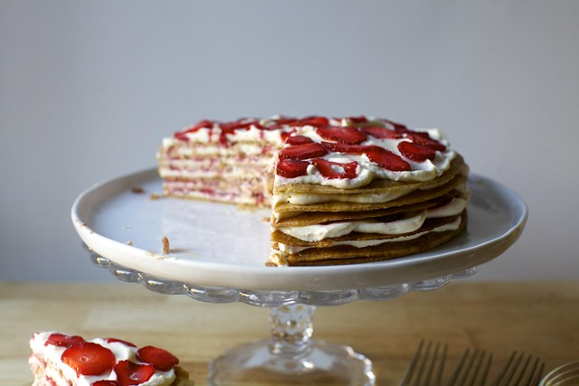 strawberry graham icebox cake