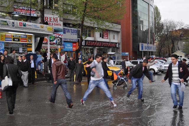 Ankarada sel ve su baskınları