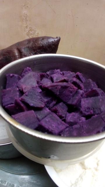 Mantang ungu dipotong dadu