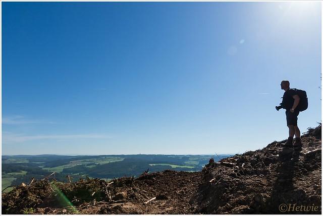 Aan de voet van de Mont Bar wordt flink gekapt zodat daar het uitzicht enorm is. Verder de vulkaan op zie je echter niks meer.