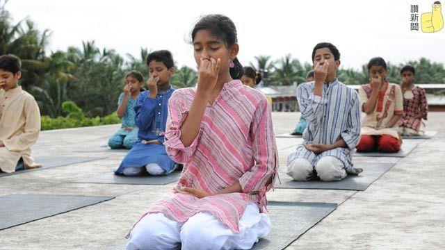 children-doing-kriya_结果