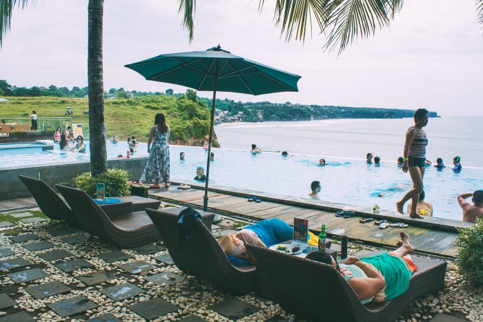 A First-Timer's Guide to Uluwatu, Bali (Dreamland Beach)